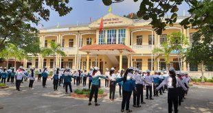 Giải bài tập Lịch sử 12 Bài 21: Xây dựng xã hội chủ nghĩa ở miền Bắc, đấu tranh chống đế quốc Mĩ và chính quyền Sài Gòn ở miền Nam (1954-1965)